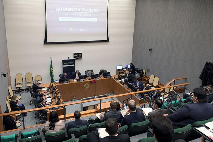 Especialistas debatem judicialização excessiva e custo da Justiça