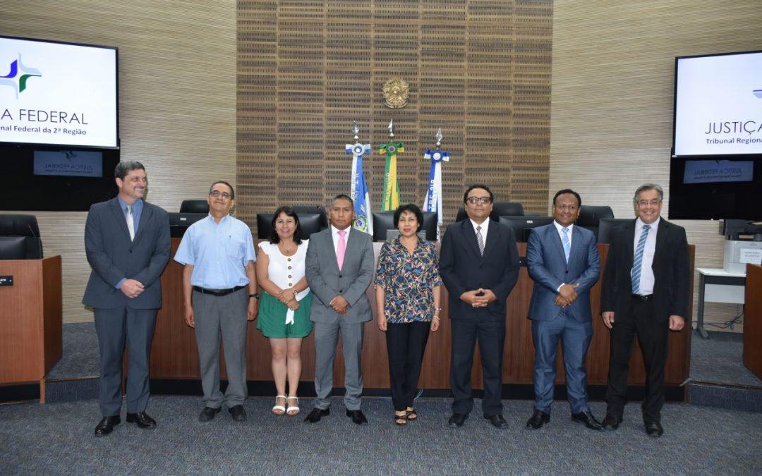 TRF2 recebe visita de comitiva de magistrados peruanos